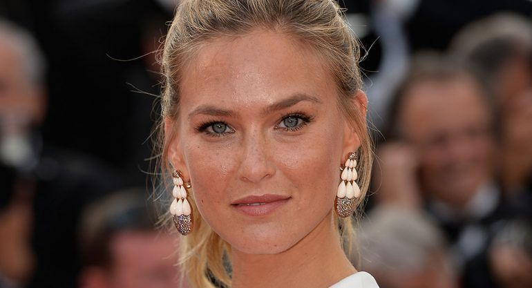Bar Refaeli presume embarazo en Instagram