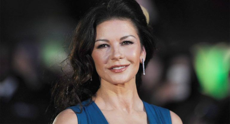 Catherine Zeta-Jones presume su increíble guardarropa