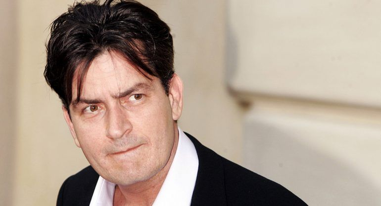 Charlie Sheen pide a Dios se lleve a Trump