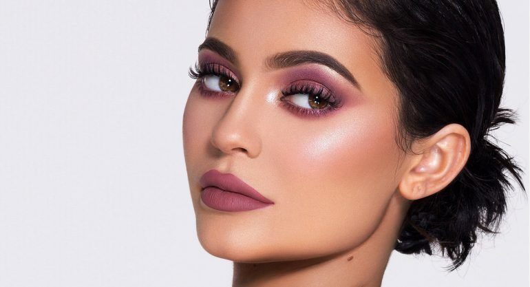 Kylie Jenner luce irreconocible sin maquillaje